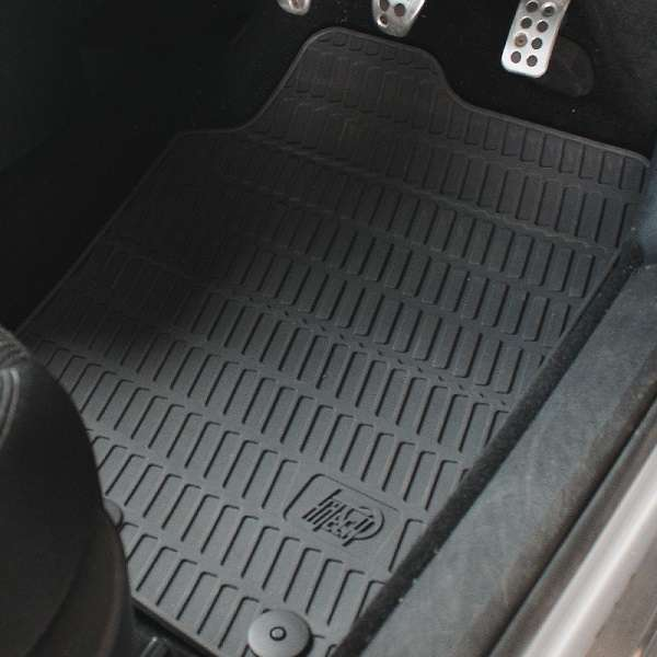 Avtomobilski gumi tepihi